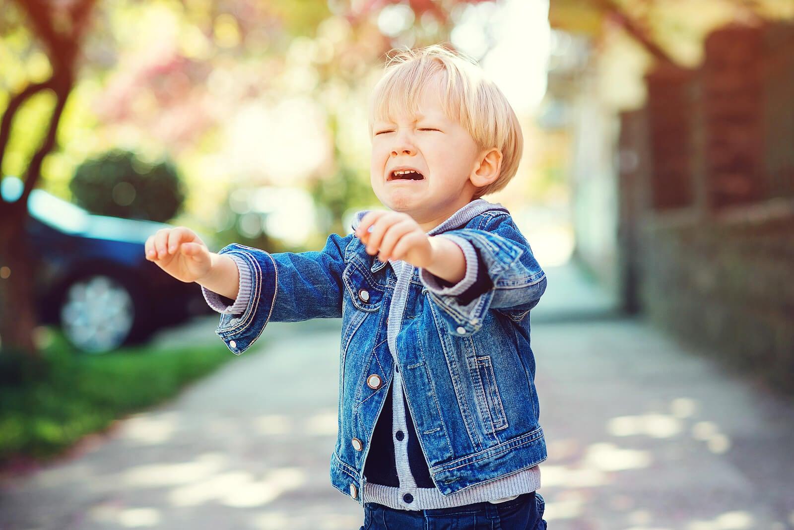¿Qué hacer para que tu hijo no grite en público?
