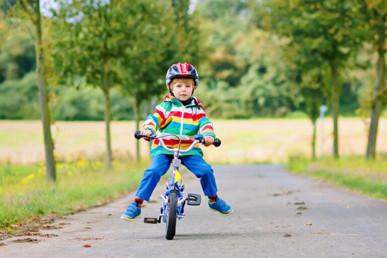 Niños en bicicleta: ¿qué medidas de seguridad hay que tomar?