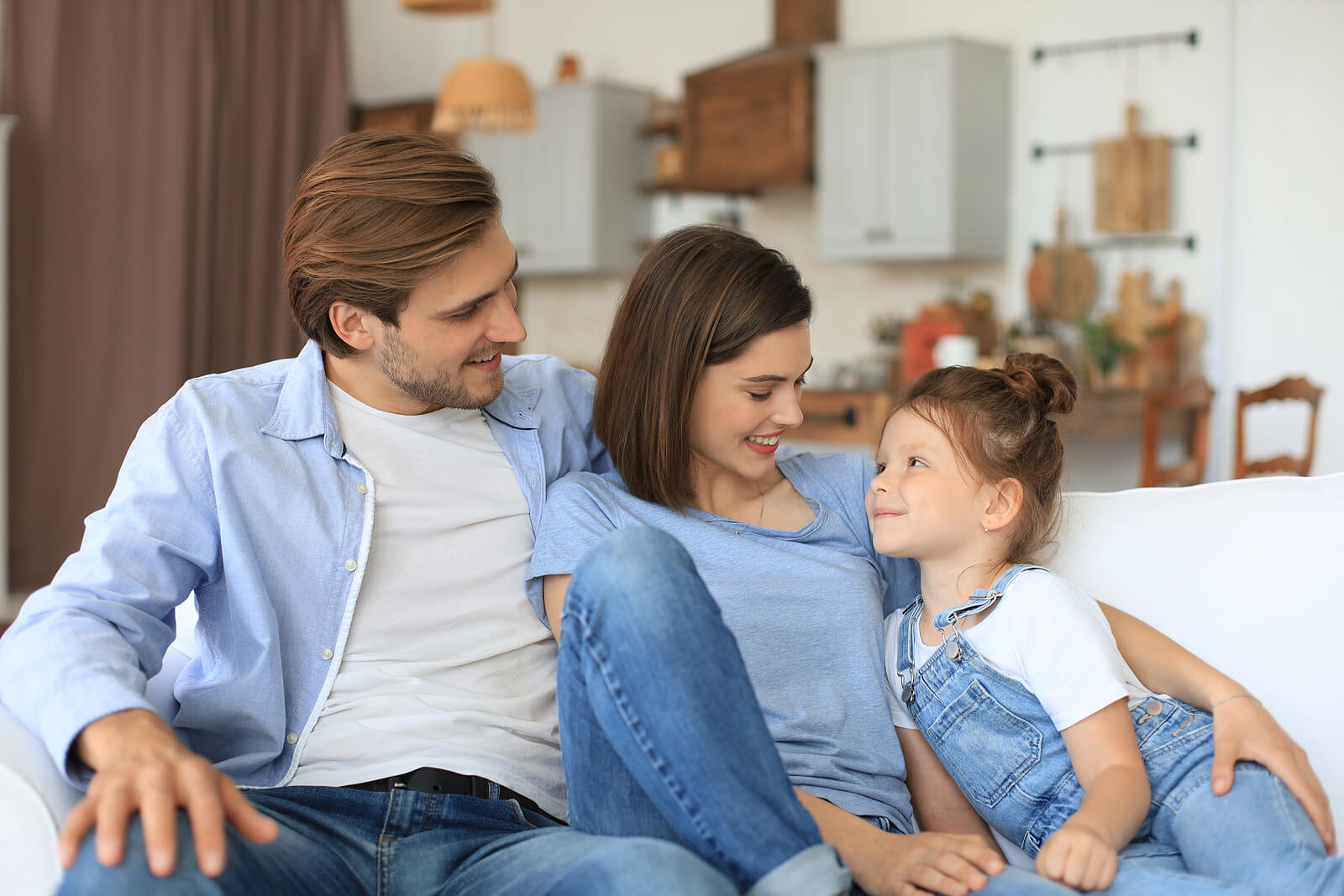 Hablar con tus hijos sobre tu infancia aporta enormes beneficios.