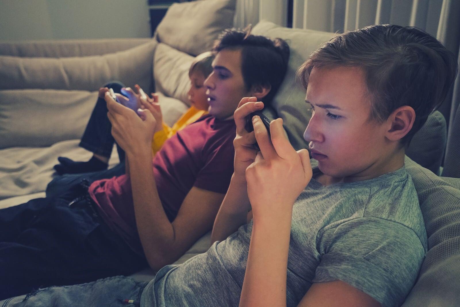 Las redes sociales afectan a las habilidades comunicativas de los jóvenes.