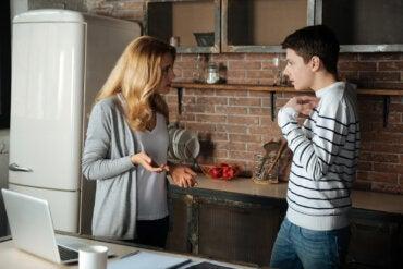 Las consecuencias de ser una madre intrusiva