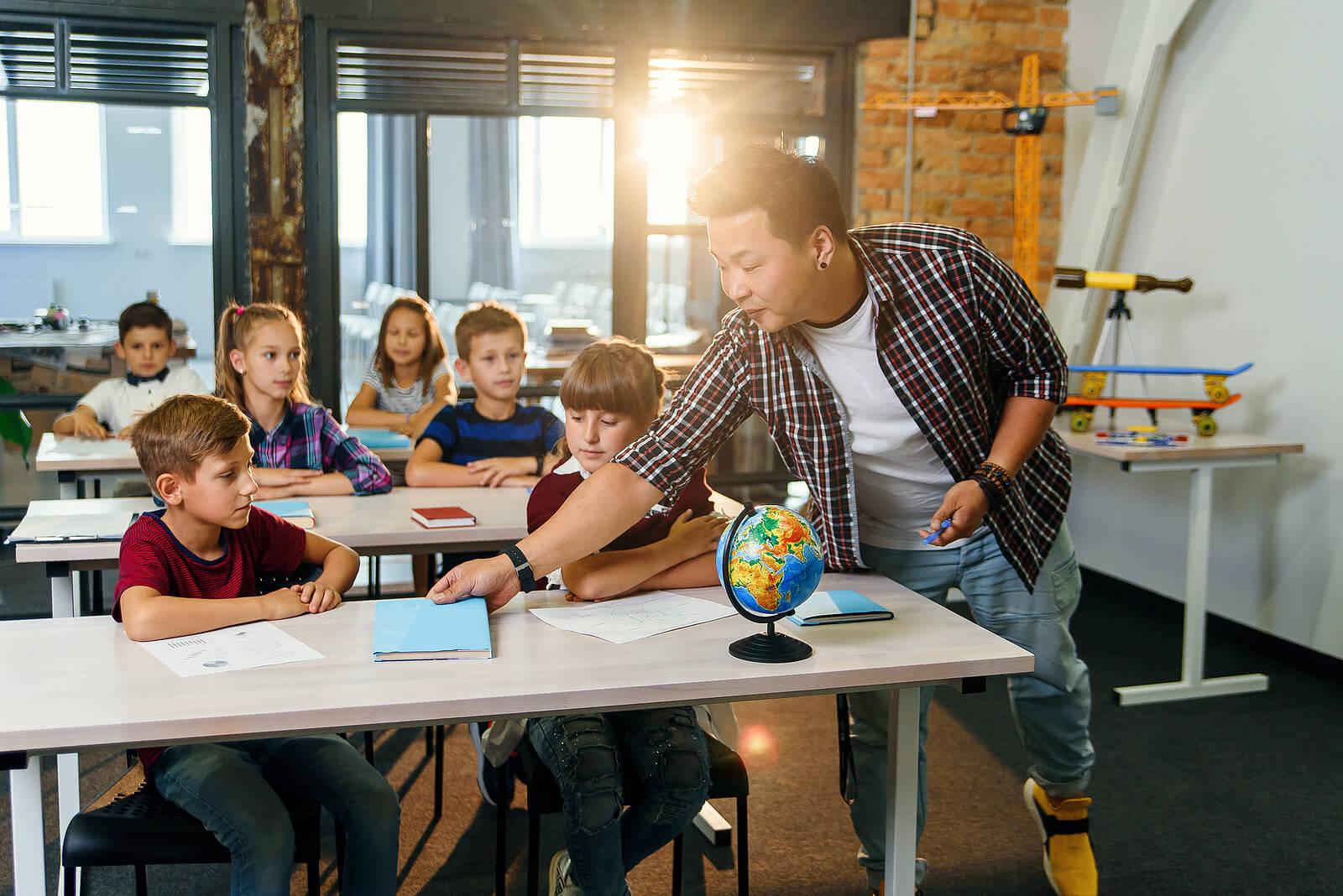 La importancia de las relaciones positivas de los niños con sus maestros
