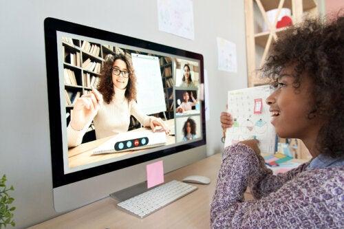 Ventajas e inconvenientes de la educación online en niños y adolescentes