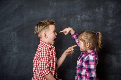 Qué hacer si tu hijo siempre intenta controlar a los demás
