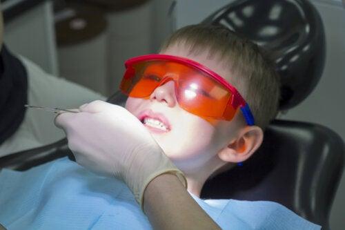 Los empastes en los dientes de leche de los niños