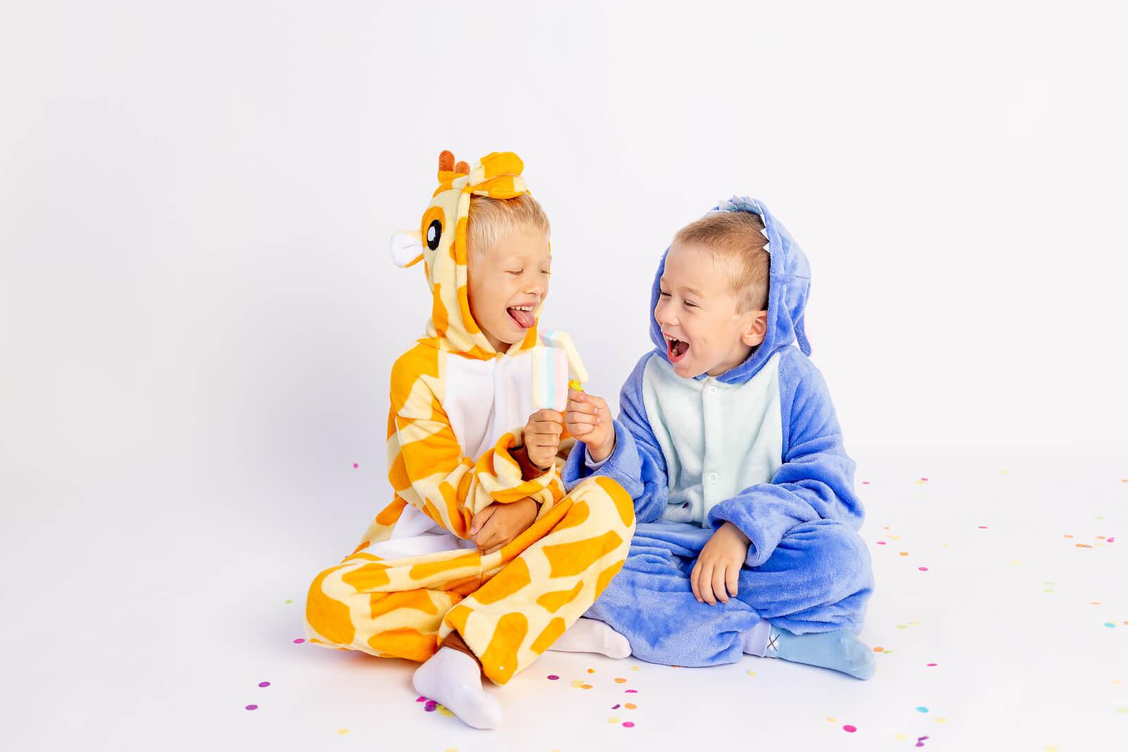 Los niños aprenden muchas cosas cuando se disfrazan.