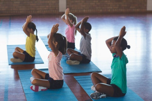 Yoga en el aula: claves y beneficios
