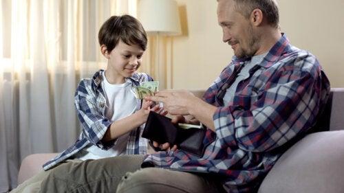 Dar la paga a los niños: ¿qué hay que tener en cuenta?