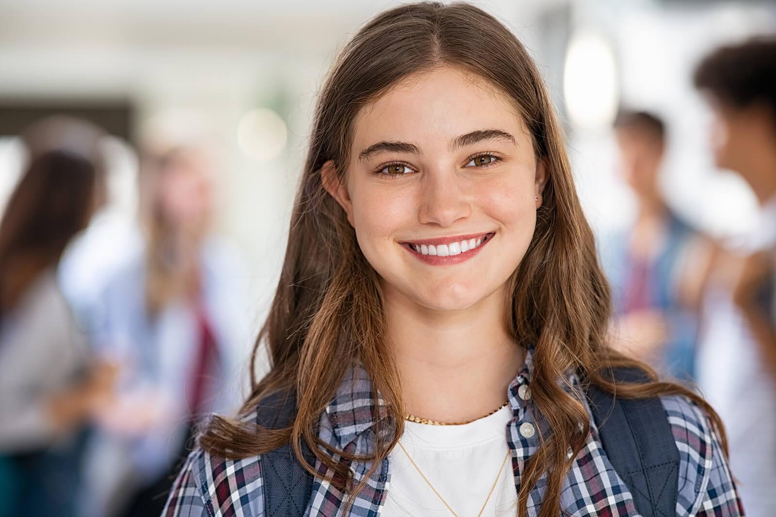 Chica adolescente en el instituo.