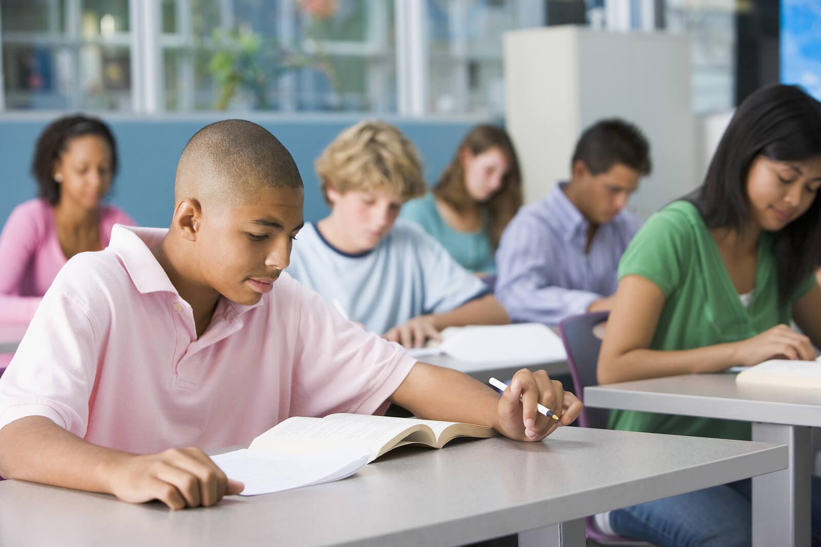 Alumnos en clase en el instituto.