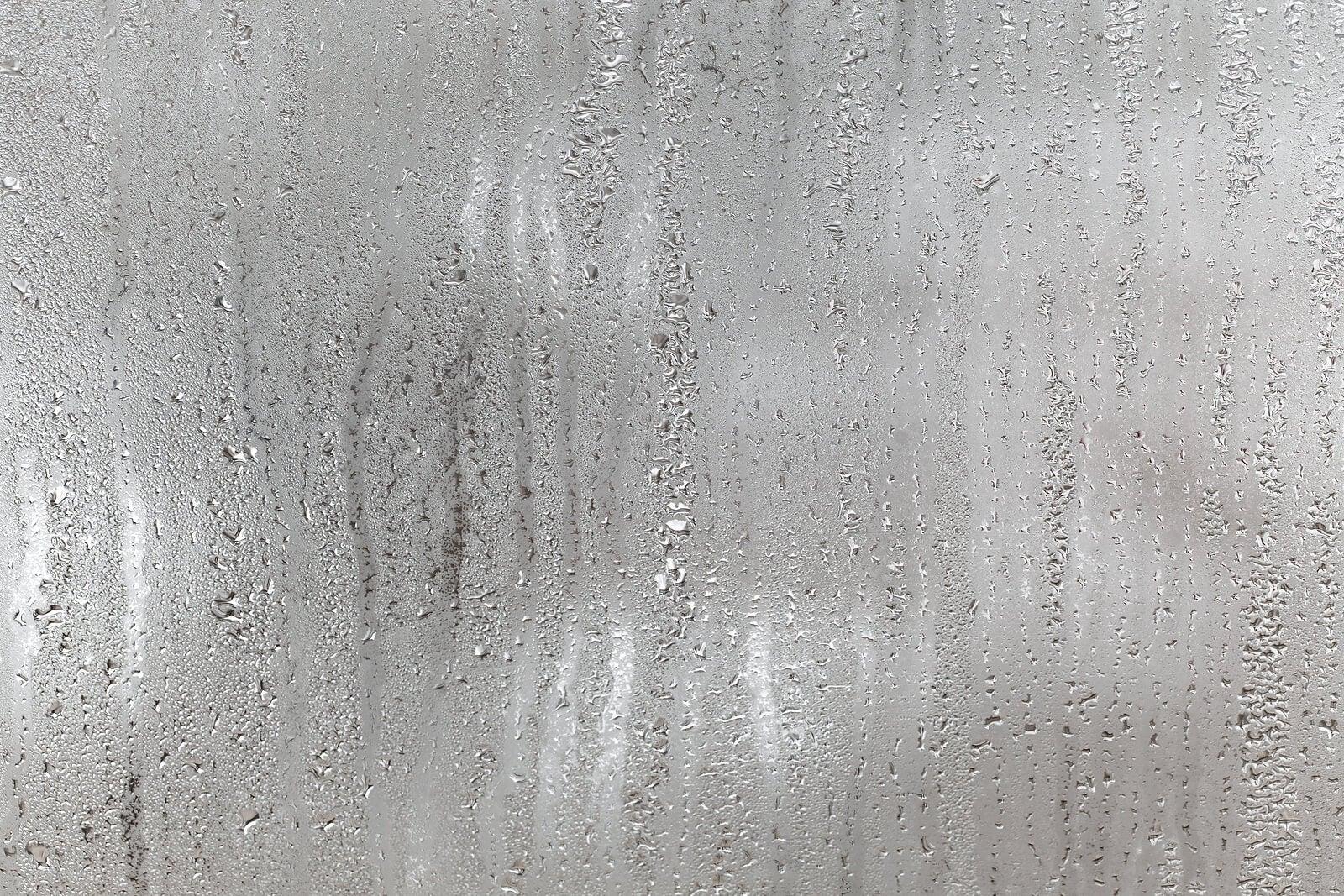 Condensación en los cristales.