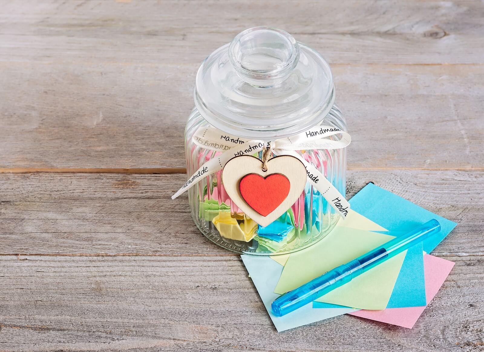 Cómo hacer un frasco de la gratitud con los niños