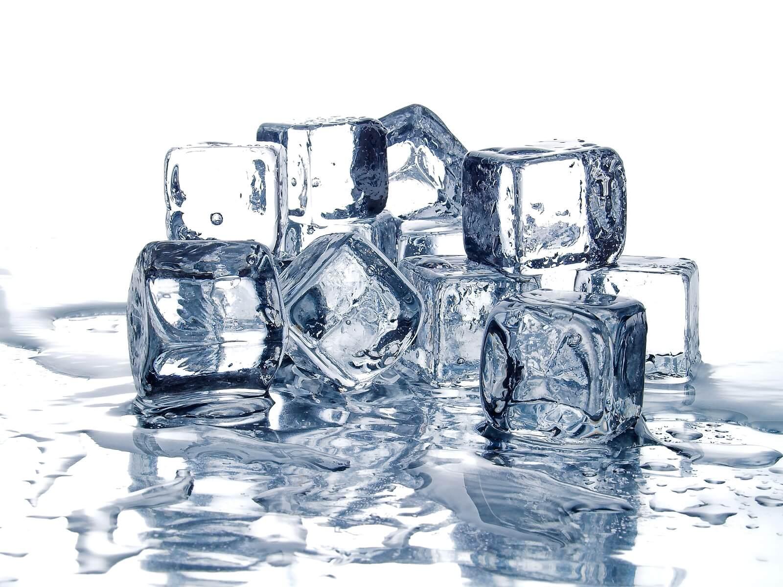 Fusión del hielo como parte de los estados de la materia.