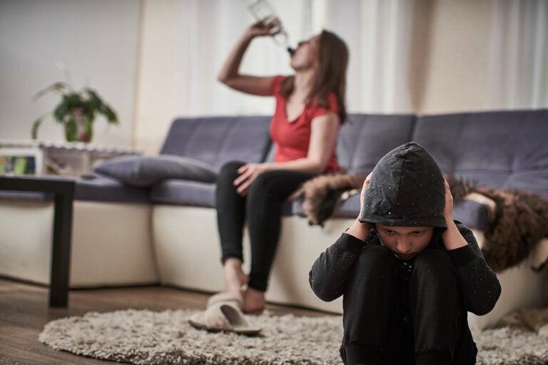 ¿Cómo afecta el alcoholismo materno a los hijos?