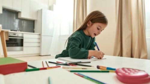 Soliloquios: los beneficios que obtienen los niños que hablan solos