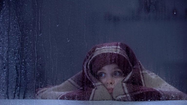 La pluviofobia en niños: síntomas, causas y tratamiento