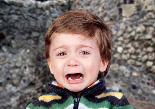 4 trucos para que tu hijo no grite en público