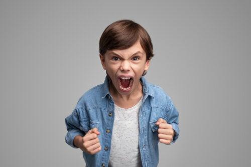 El niño que pega a sus padres