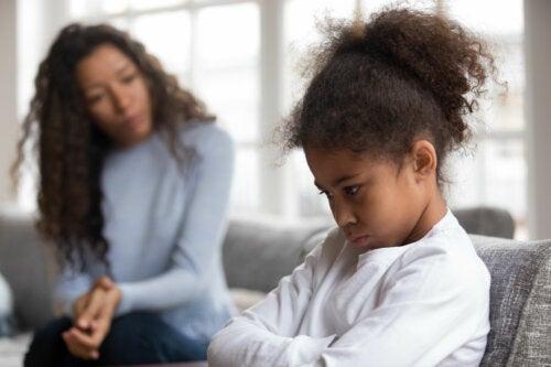 Malas contestaciones de los niños: qué debemos hacer y qué no