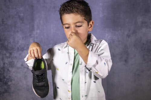 10 consejos para evitar el mal olor de los pies en niños