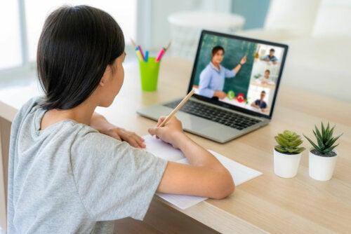 Cómo ayudar a los niños a concentrarse en las clases online