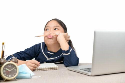 Niños muy distraídos: 9 tipos de atención que debemos reforzar