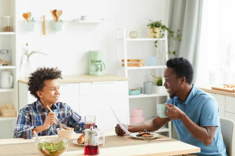 20 preguntas para conocer mejor a tu hijo adolescente