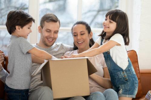 Por qué una caja de cartón es más importante que un juguete en los niños