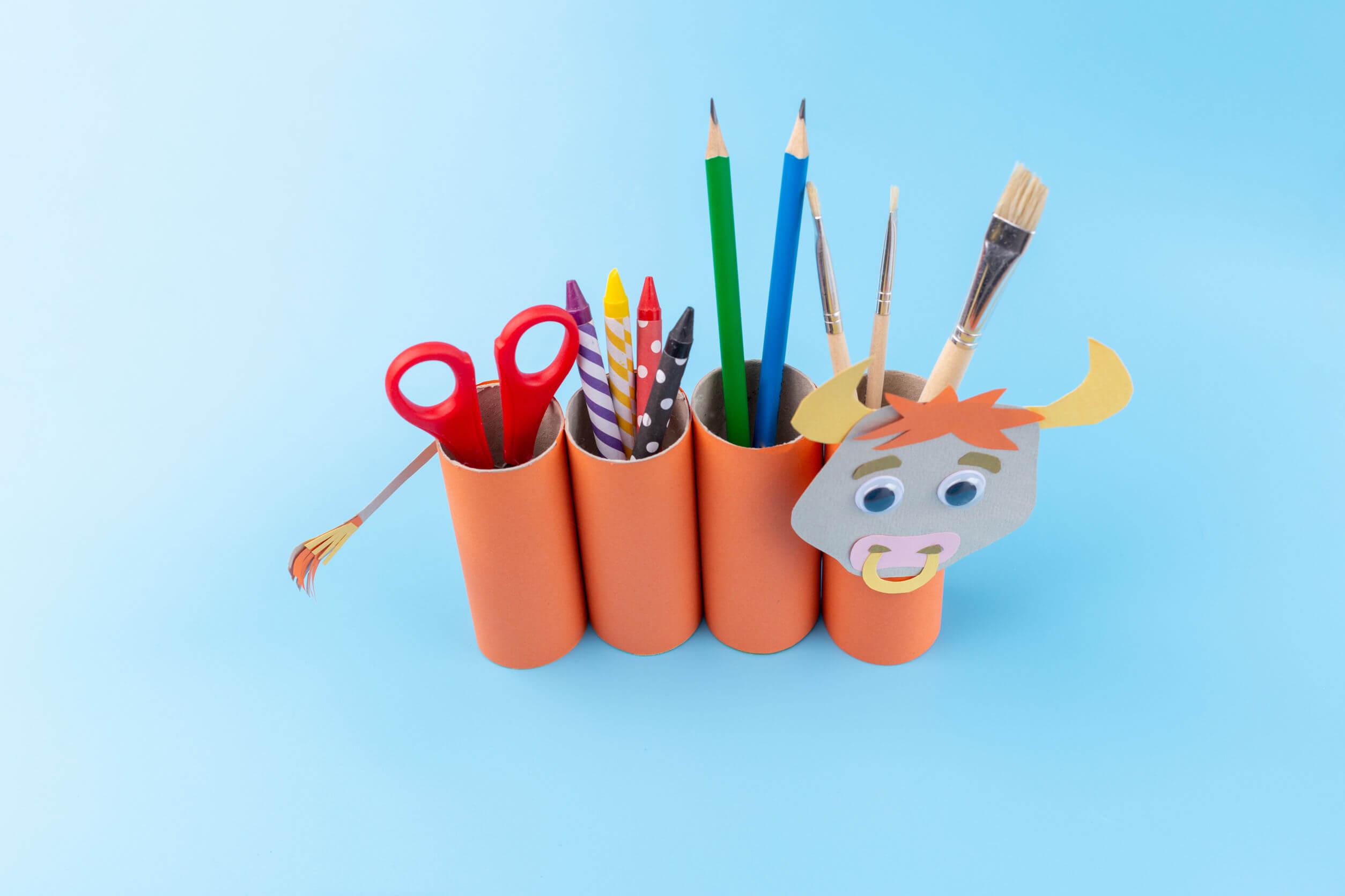 Organizador, una de las manualidades hechas con rollos de papel higiénico.