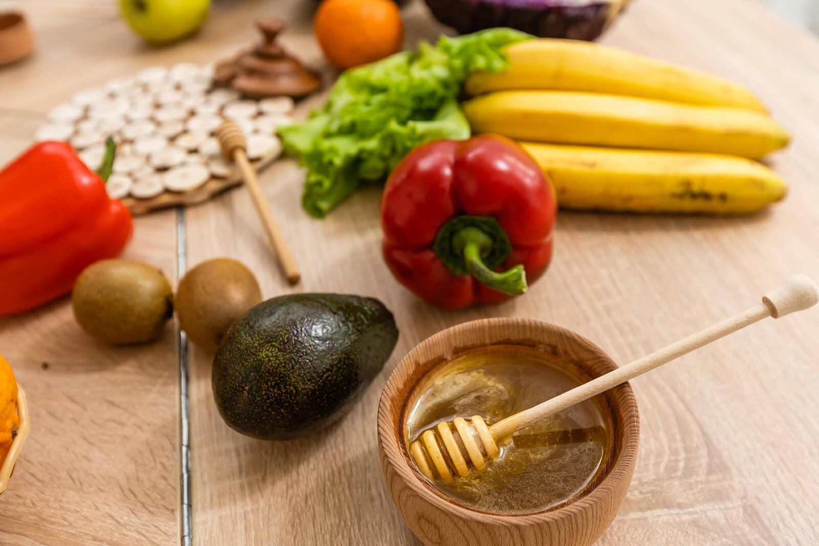 Alimentos saludables y miel durante el embarazo.