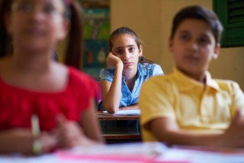 Mi hijo se aburre en la escuela: cómo ayudarle