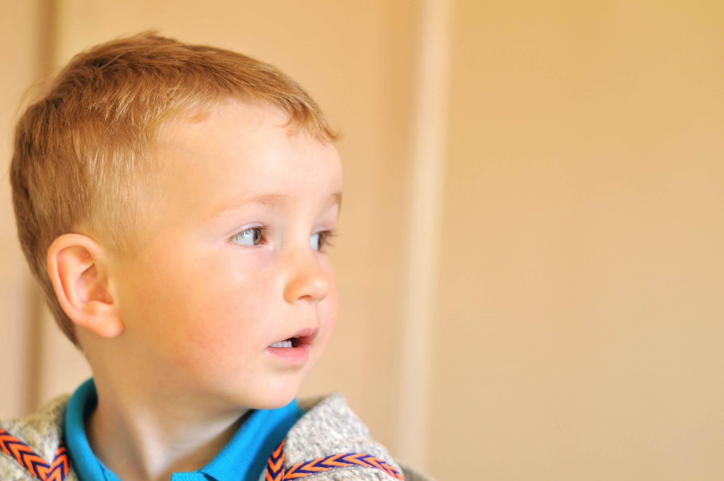 Niño con Asperger.