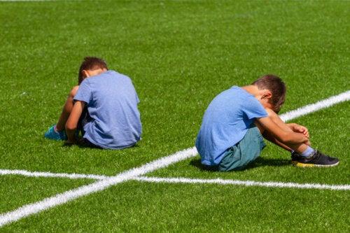 Cómo abordar el acoso en el deporte: consejos para padres