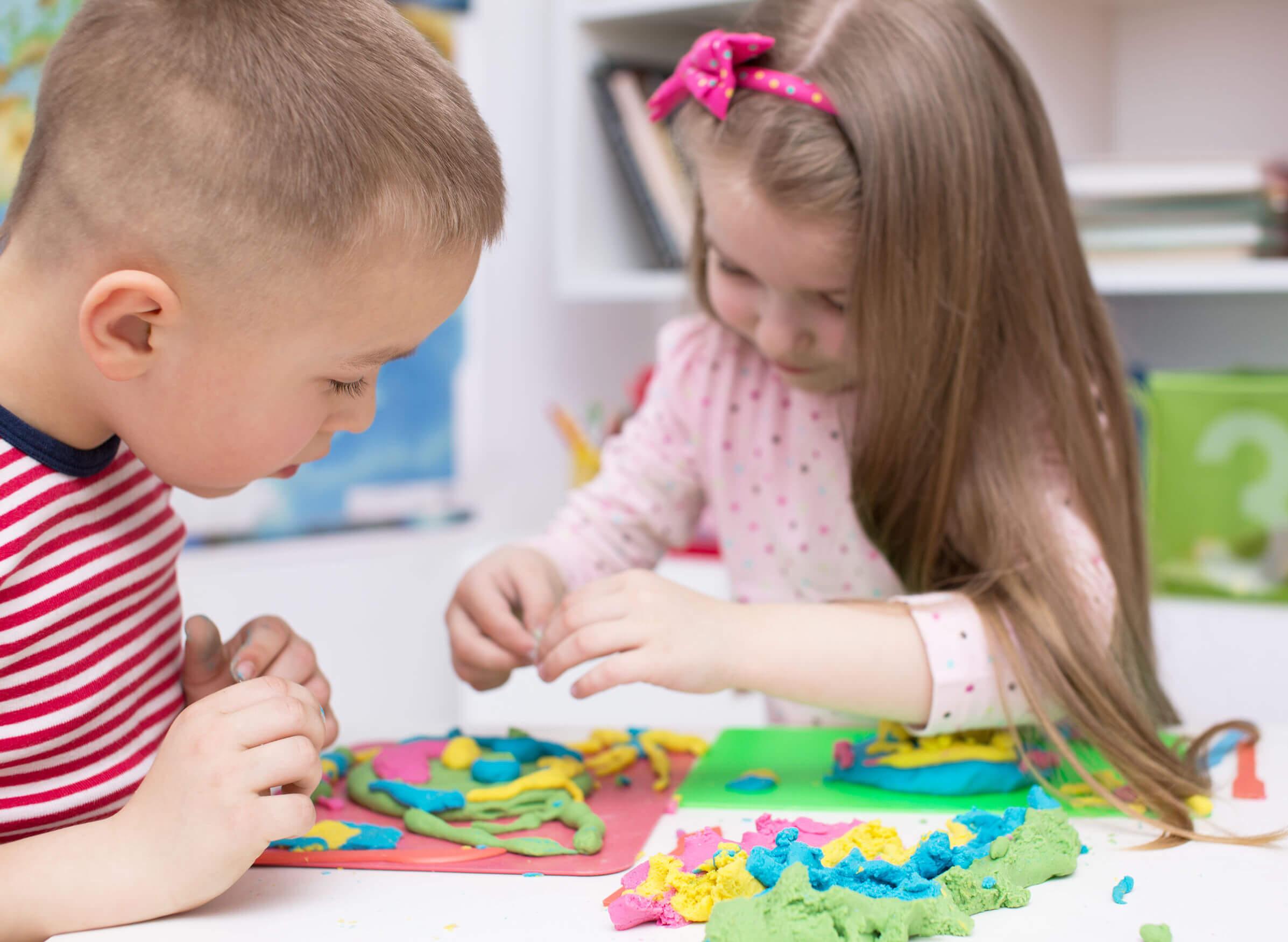 Niños con Asperger jugando.