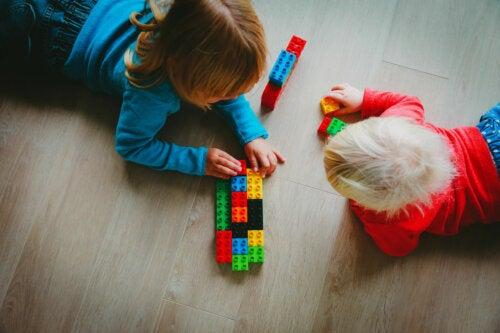 Cómo es la terapia LEGO para niños con autismo