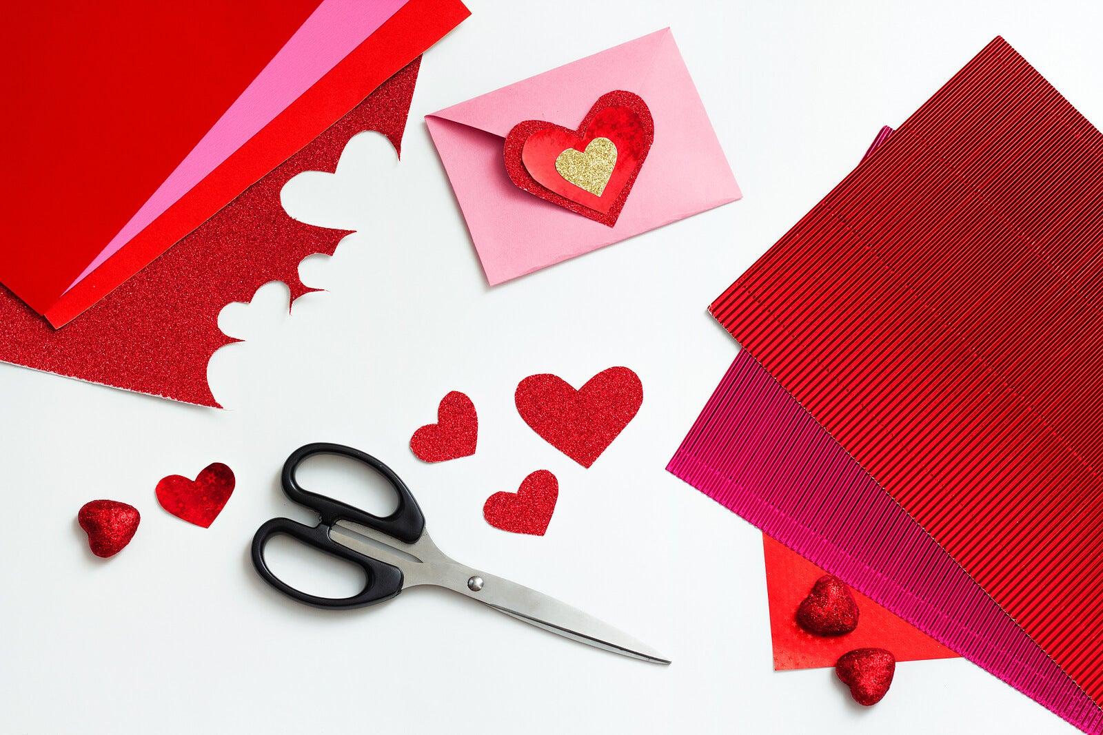 Tarjeta pop-up, una de las manualidades de San Valentín.