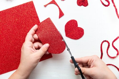 4 manualidades de San Valentín para hacer con niños