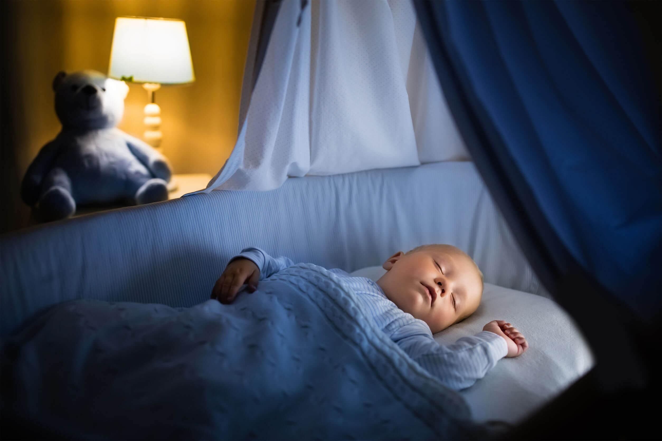 Niño con alteraciones para dormir o regresiones del sueño.