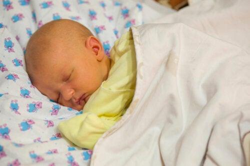 ¿Por qué se pone un bebé amarillo? Claves para actuar