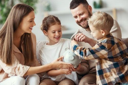 5 formas de enseñar a usar el dinero a los niños con inteligencia
