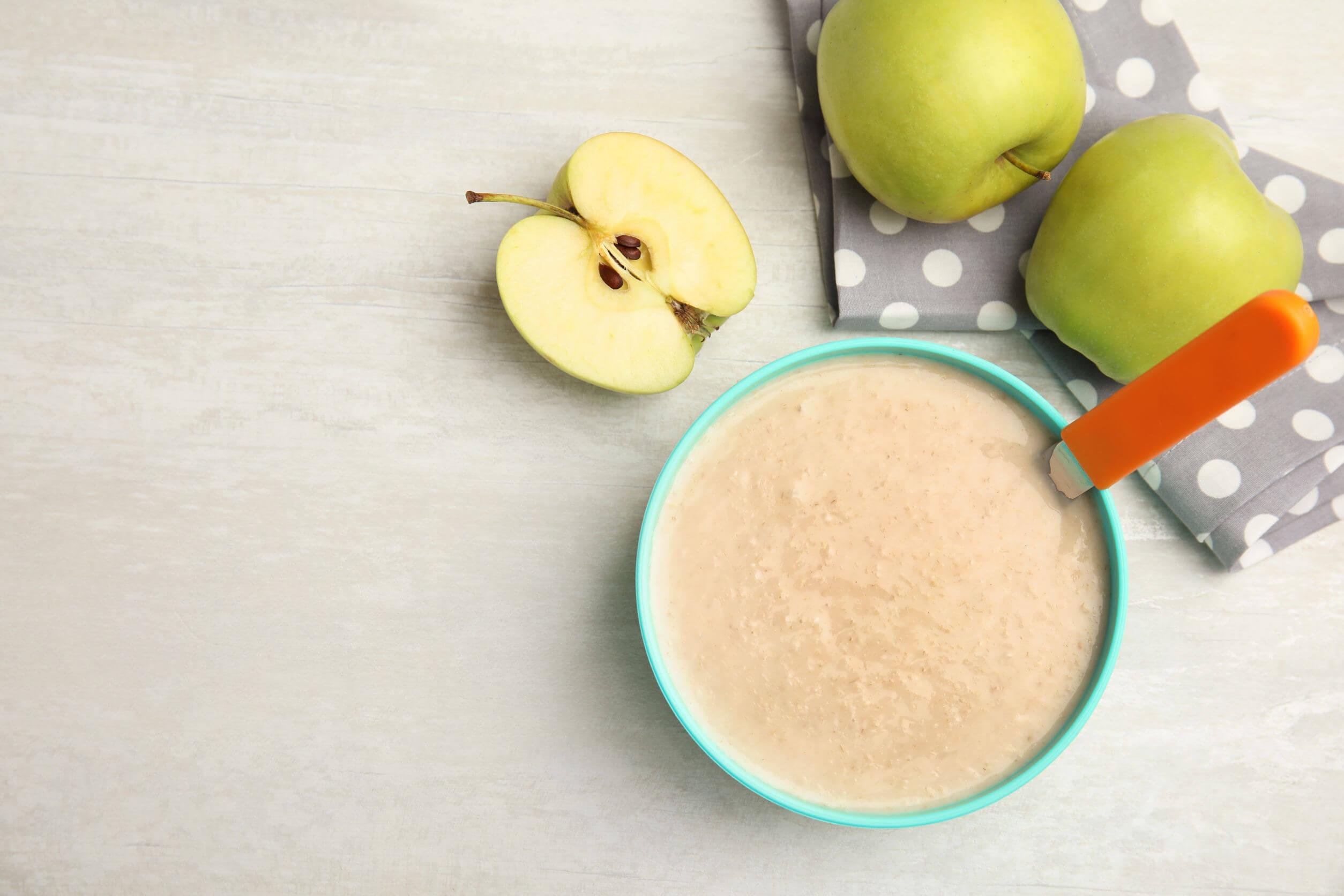 Papilla de cereales y manzana.