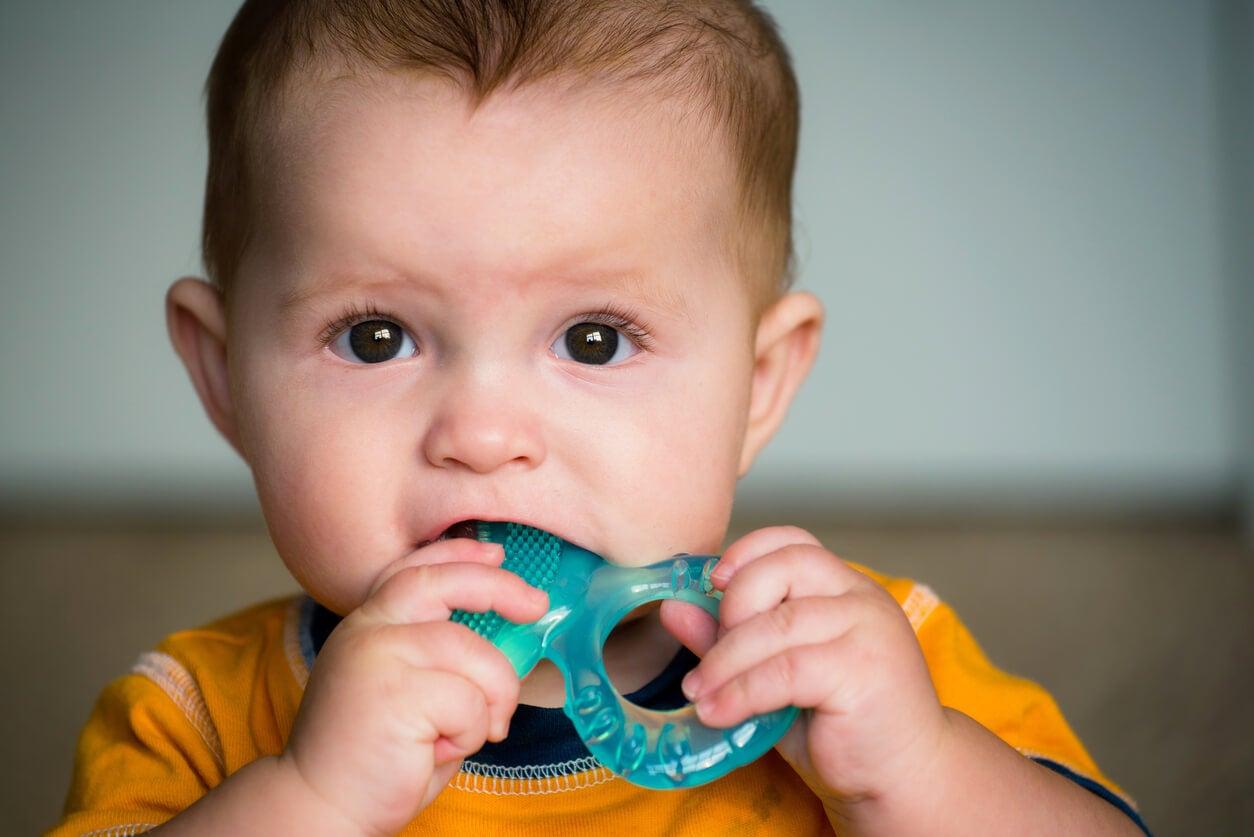 A mi hijo aún no le ha salido ningún diente, ¿es normal?