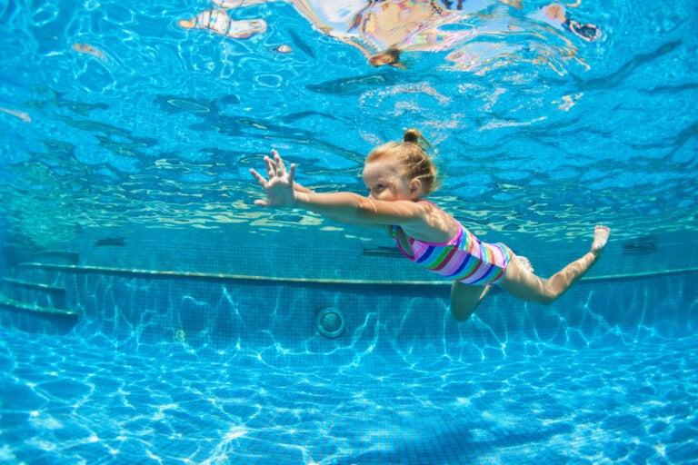 Los mejores deportes para cuidar la espalda de los niños