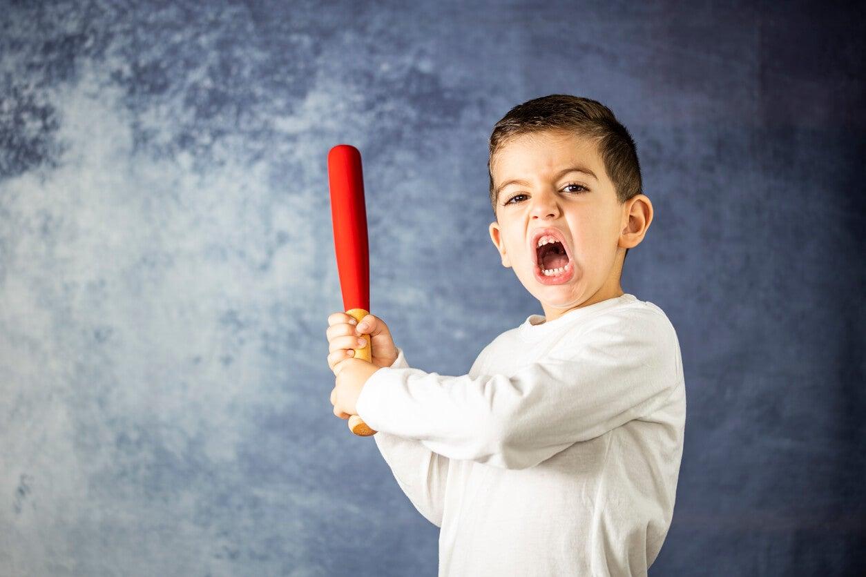 Enfant agressif.