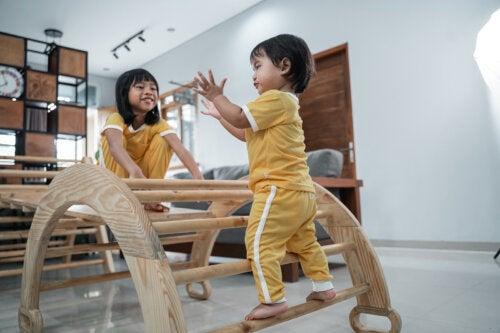 El movimiento libre en bebés: beneficios de aplicar el método Pikler