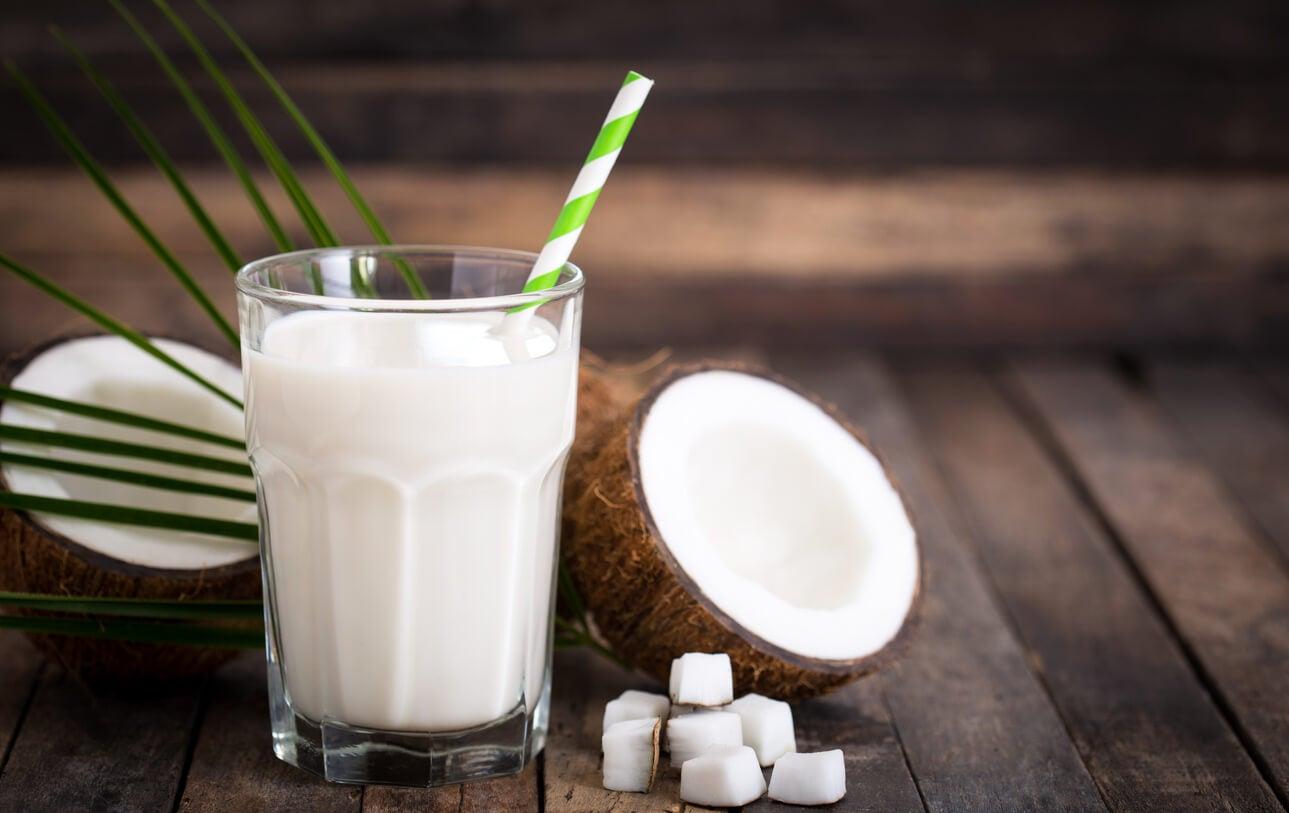 Vaso de leche de coco.