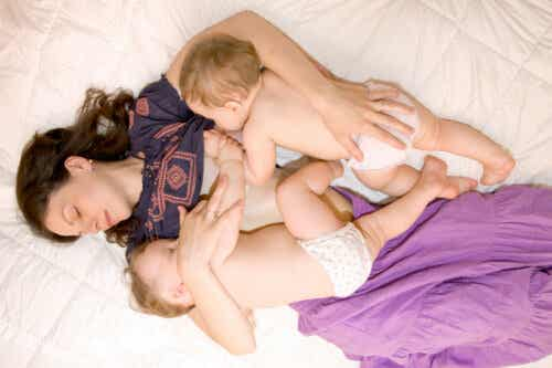 Lactancia materna en gemelos: 10 claves