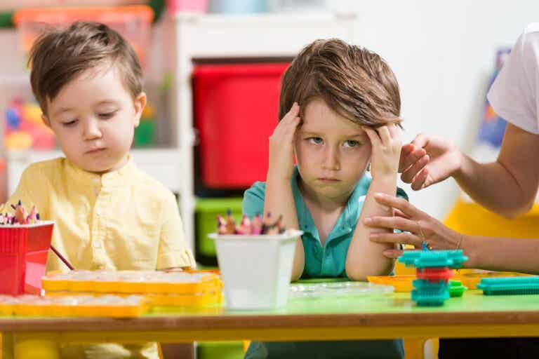 Niños que molestan mucho a los demás: ¿qué hacer?