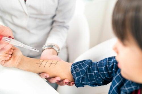 Cómo son las pruebas para la detección de alergias en niños