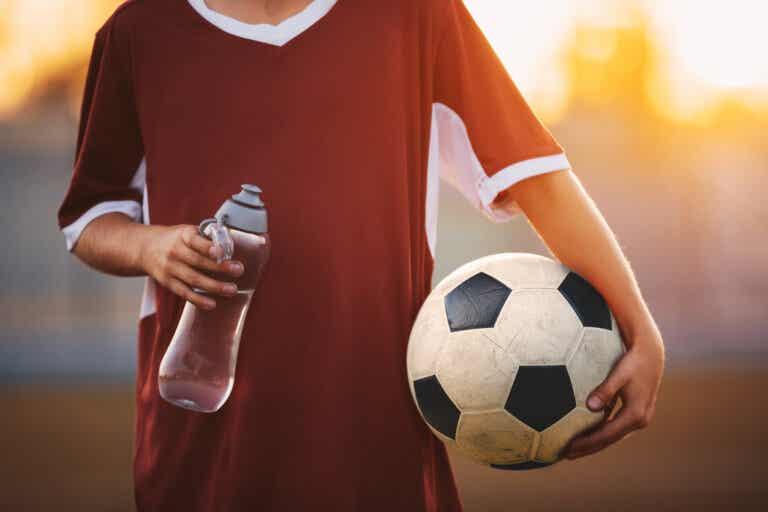 Hidratación y deporte en los niños: lo que debes saber